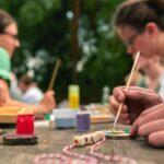 Namensschilder malen und basteln bei SOMMERJUNG, dem Ferienlager für Erwachsene