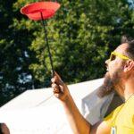 Zirkustricks lernen bei SOMMERJUNG, dem Ferienlager für Erwachsene