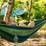 Relaxen in der Hängematte bei SOMMERJUNG, dem Ferienlager für Erwachsene