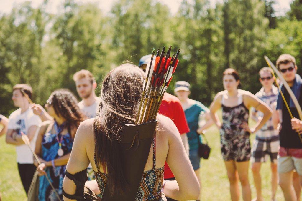 Archery bei SOMMERJUNG, dem Ferienlager für Erwachsene