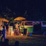 Kiosk und Bulli bei SOMMERJUNG, dem Ferienlager für Erwachsene