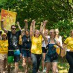 Schatzsuche und Schnitzeljagd mit Team Sonnengelb bei SOMMERJUNG, dem Ferienlager für Erwachsene