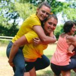 Huckepack mit Freunden bei SOMMERJUNG, dem Ferienlager für Erwachsene