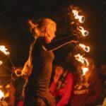 Feuershow bei SOMMERJUNG, dem Ferienlager für Erwachsene