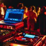 DJ Musik bei SOMMERJUNG, dem Ferienlager für Erwachsene