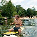 SUP Stand Up Paddling bei SOMMERJUNG, dem Ferienlager für Erwachsene