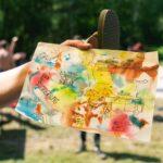 Malen mit Wasserfaben bei SOMMERJUNG, dem Ferienlager für Erwachsene